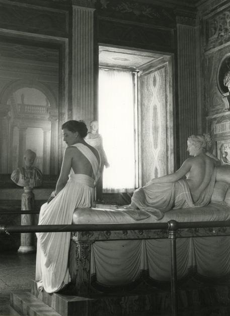 Modello-Sorelle-Botti-foto-Pasquale-De-Antonis-1947