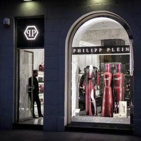 Cattelan e il mondo dell'arte da Philipp Plein
