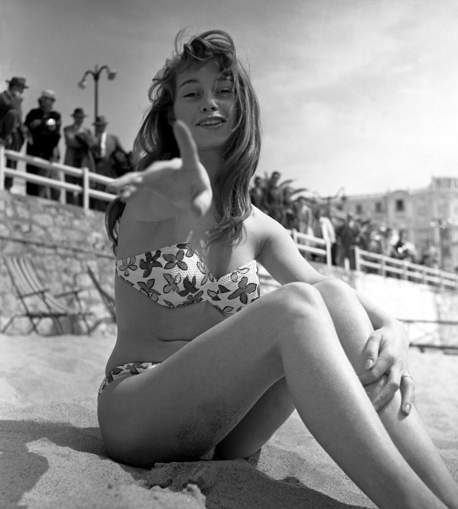 1953-brigitte-bardot-bikini